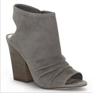 Vince Camuto Kentvi Gray Suede Booty Size 8